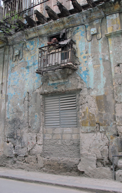 Crumbling building in Havana